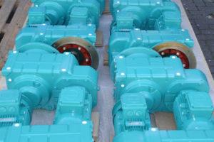 Motorreductoren t.b.v. hyperboloïde mengers, klaar voor transport.